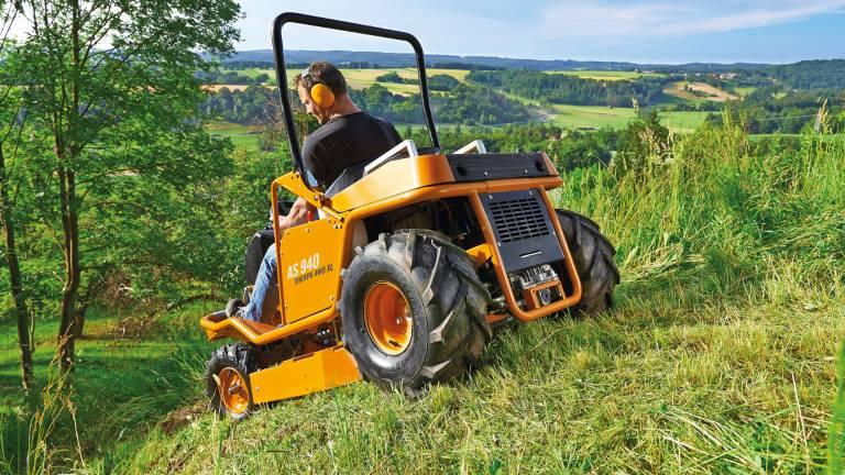 Склоны, высокая «дикая» трава … Решение — универсальная косилка AS 940 Sherpa 4WD